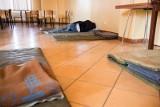 """Kujawsko-Pomorskie: """"Chociażby na podłodze w schroniskach przygotujemy miejsca dla bezdomnych"""""""
