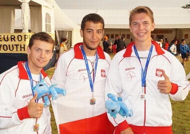 Kasper Helbin (w środku) został drużynowym wicemistrzem Europy w kategorii juniorów.