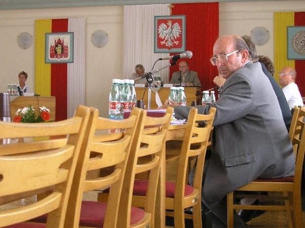 Pięciu radnych oraz prezydenta Andrzeja  Wiśniewskiego zabrakło podczas wczorajszej  sesji Rady Miejskiej Grudziądza. Prezydent jest  na urlopie, a radni swoją nieobecność  usprawiedliwili.