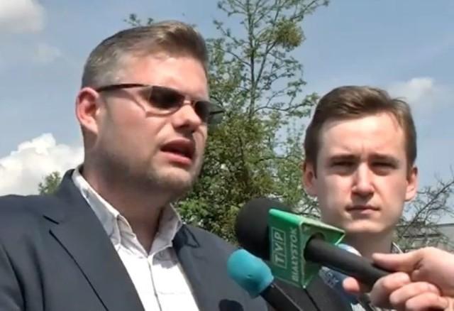 Piotr Jankowski (z lewej), radny miejski Prawa i Sprawiedliwości
