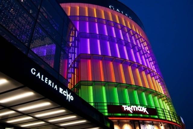 Galeria Echo zmienia wieczorem barwy!Tęczowe oświetlenie kieleckiej Galerii Echo zmieni się wieczorem. Pokażemy jak będzie wyglądać.