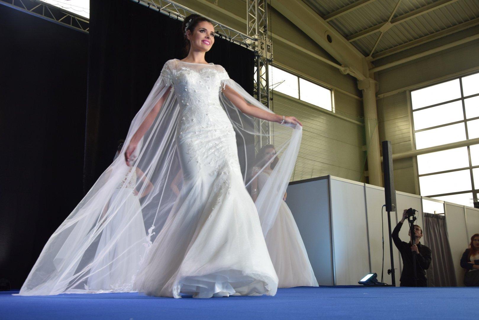 ece6e35a89 Targi Ślubne w Rybniku  Zobacz modne suknie ślubne na 2018 rok  ZDJĘCIA