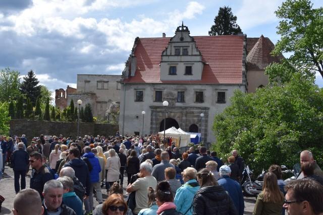 Święto Bzów 2019. Do Siedliska zjechały tłumy gości. Była okazja obejrzeć to, co zostało z zamku Karolat  i wziąć udział w wielu imprezach