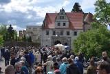 LUBUSKIE. Święto Bzów 2019. Tłumy gości przyszły do zamku Karolat w Siedlisku. To jedna z niewielu okazji, aby zobaczyć ten zabytek