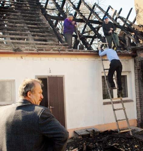 Gmina obiecała pogorzelcom specjalne zasiłki z przeznaczeniem na odbudowę strawionego ogniem dachu