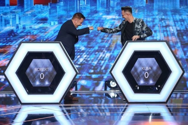 """Jakub Urbański (z prawej) wziął udział w specjalnym odcinku programu """"Jaka to Melodia?"""". Z lewej Robert Klatt, lider grupy Classic."""