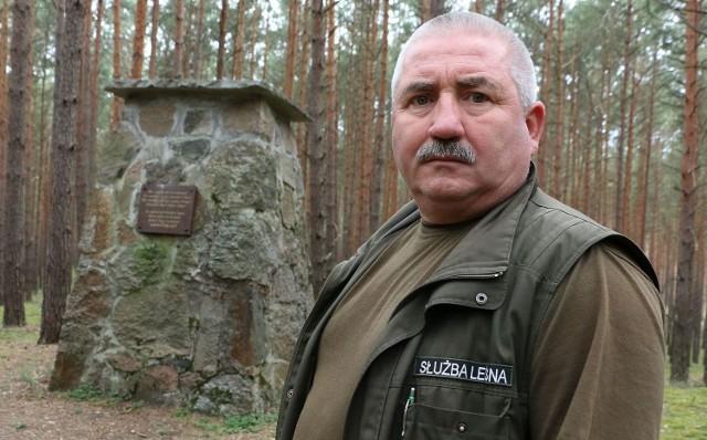 Pomnik wilka znajduje się w lesie między Bobowickiem, Bukowcem i Karolewem. Jak zaznacza Tadeusz Zieliński, odbudowali go leśnicy z nadleśnictw w Trzcielu i Międzyrzeczu.