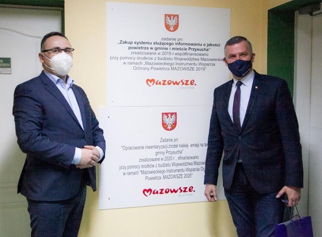 Burmistrz Przysuchy Tomasz Matlakiewicz i wicemarszałek Mazowsza Rafał Rajkowski.
