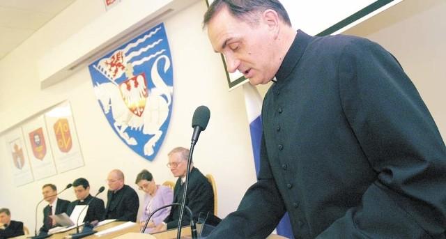 Ksiądz Krzysztof Włodarczyk, dyrektor Wydziału Duszpasterskiego Kurii Biskupiej, otworzył obrady konferencji, odczytując list od biskupa koszalińsko-kołobrzeskiego Edwarda Dajczaka.