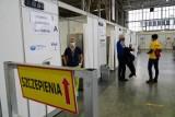 Padł rekord szczepień w punkcie na MTP w Poznaniu. W czwartek, 27 maja zaszczepiono 3 930 osób. W piątek jest szansa na 4 tys.