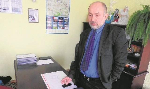 """Wójt Tadeusz Łopata przyznaje, że jest w szoku. Twierdzi, że odkąd rządzi gminą, już wiele razy był celem """"mowy nienawiści"""". Ale do tej pory nikt nie groził jemu ani jego bliskim śmiercią - nawet w sieci"""