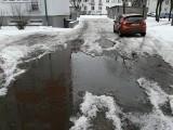 Pabianice. Oblodzone chodniki i parkingi. Gdzie jest najgorzej? ZDJĘCIA