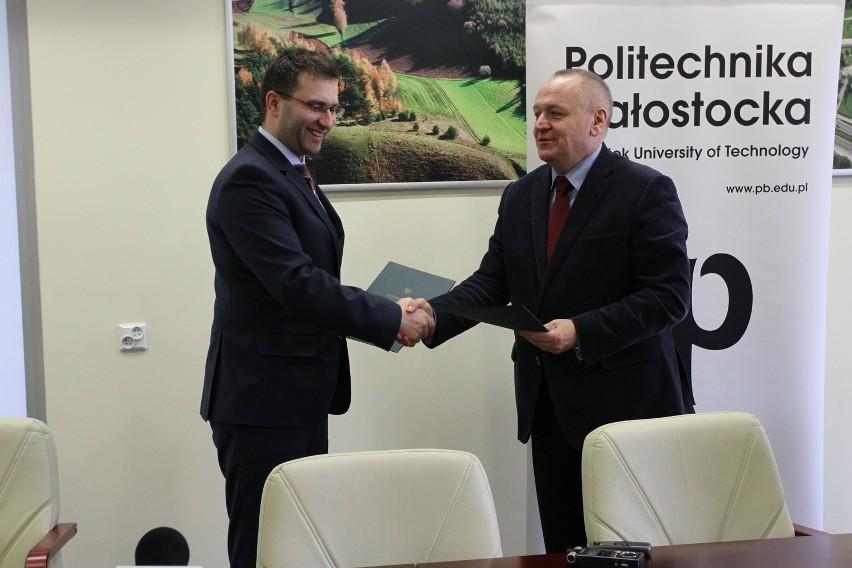 Umowę podpisali prof. Lech Dzienis – rektor Politechniki Białostockiej oraz Michał Kuczmierowski - dyrektor Santander Universidades w Polsce.