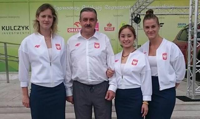 SPAR-Zamek Tarnobrzeg po ślubowaniu olimpijskim. Od lewej: Kinga Stefańska, Zbigniew Nęcek, Li Qian i Natalia Partyka.