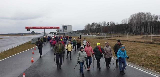 Tym razem marsz odbył się na torze wyścigowym.