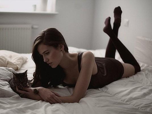 Białostoczanka Iga Drobisz podróżuje po całym świecie. Pracuje jako modelka i robi zdjęcia.  - Zdecydowałam się na udział  w pokazach mody, by zarobić na pierwszy profesjonalny aparat. Bo to fotografia jest moją pasją - mówi.