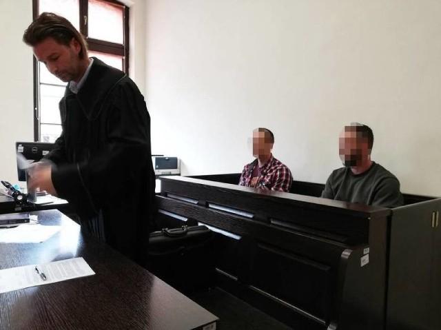 Sąd Okręgowy w Bydgoszczy podtrzymał orzeczenie Sądu Rejonowego z maja 2019 roku. Dwaj policjanci z bydgoskiego komisariatu mają trafić na 10 miesięcy za kraty