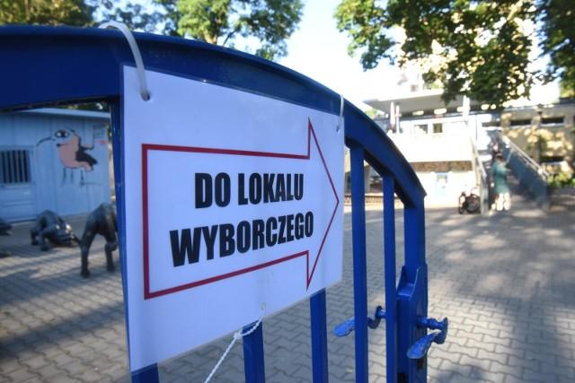 O godzinie 7:00 rano rozpoczęło się w niedzielę, 12 lipca głosowanie w drugiej turze wyborów prezydenckich 2020