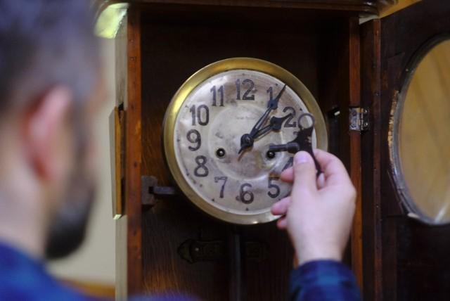 Zmiana czasu na zimowy 2019. Kiedy przestawiamy zegarki? Kiedy nastąpi zmiana czasu z letniego na zimowy - październik 2019? Czy to już ostatnia zmiana czasu w Polsce?