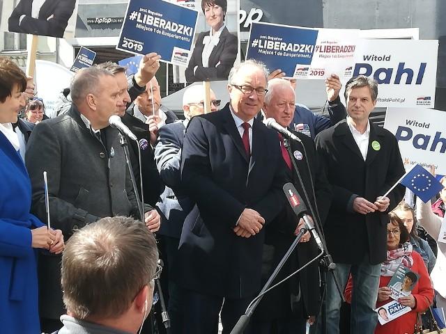 Liderzy Koalicji Europejskiej spotkali się w Zielonej Górze przy pomniku Bachusa