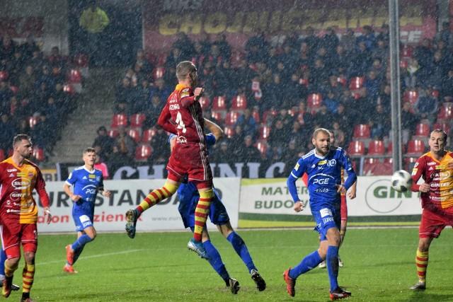 Chojniczanka Chojnice przegrała ze Stalą Mielec 0:2. Pierwszoligowy zespół po raz pierwszy wystąpił pierwsze spotkanie pod wodzą nowego trenera Zbigniewa Smółki. Obie bramki dla gości zdobył Mateusz Mak (40 i 85 minuta). Na kolejnych stronach zdjęcia z meczu.