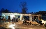 Zaręby Świechy. Olbrzymi pożar stodoło-obory. Strażacy walczyli z ogniem całą noc (zdjęcia)