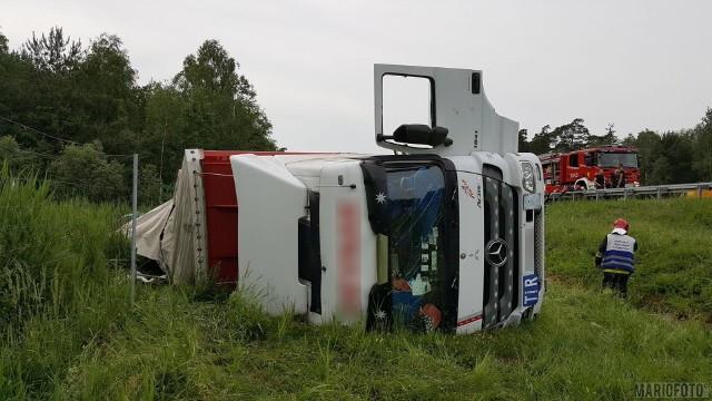 Wypadek na autostradzie A4 na wysokości Niemodlina.