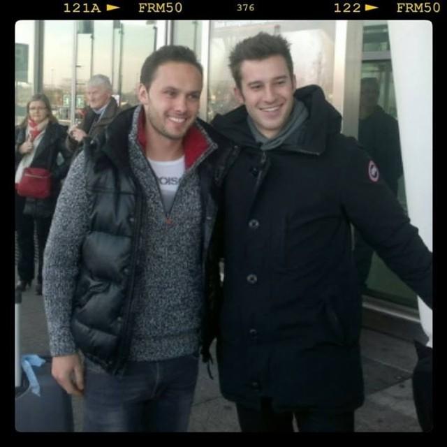 Tom Hateley ze swoim menedżerem na wrocławskim lotnisku