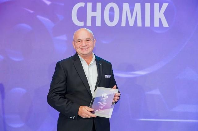 """Firma Chomik z Gdowa, której założycielem i prezesem jest Marek Świeży została już po raz szósty wyróżniona przez miesięcznik Forbes, tym razem w kategorii """"najcenniejszych firm rodzinnych"""""""