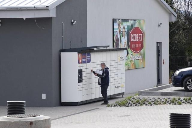 W najbliższym czasie otwarte zostaną dwa sklepy sieci Robert Market - jeden we wsi Przyjmo, w gminie Miedziana Góra, drugi w Tarczku, w gminie Pawłów. Na zdjęciu nowoczesny obiekt w Przyjmie szykuje się do otwarcia.