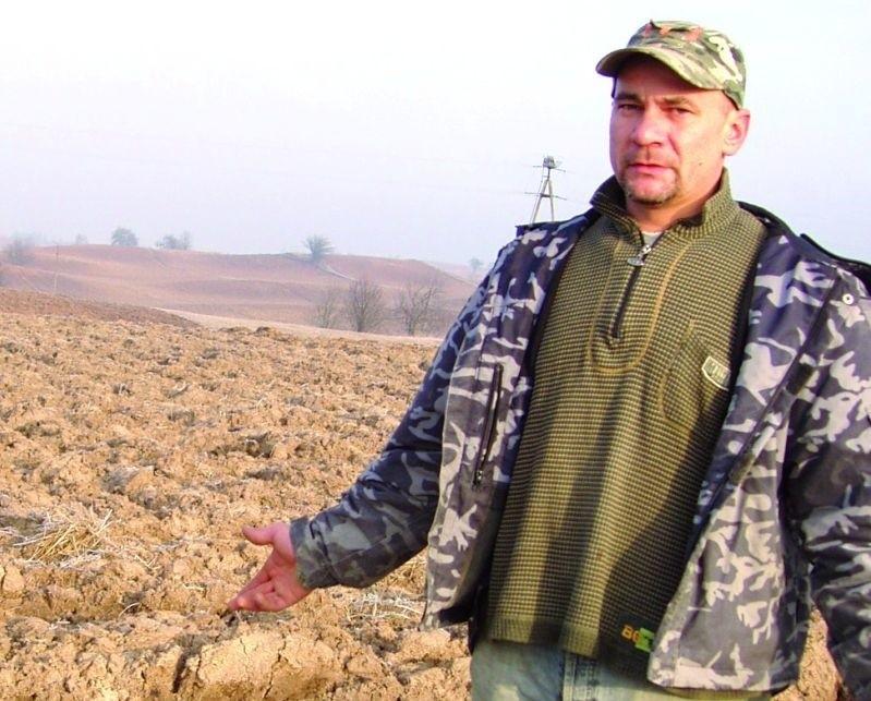 – Ja już tę działkę nawoziłem i zaorałem – mówi Tomasz Sawicki, dotychczasowy dzierżawca. – Kto mi za to zapłaci?