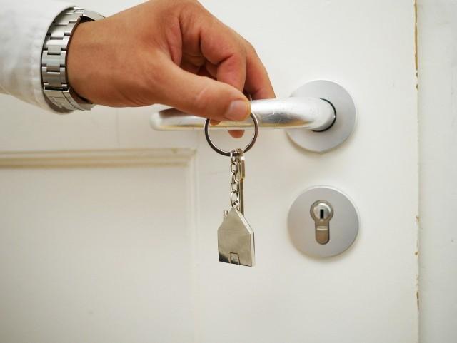 Szukacie mieszkania w okazyjnej cenie? Zebraliśmy dla Was najlepsze licytacje komornicze zaplanowane na najbliższe dni. Zobaczcie, co jakie mieszkanie i w jakiej cenie można kupić. Zobaczcie oferty na kolejnych zdjęciach >>>>