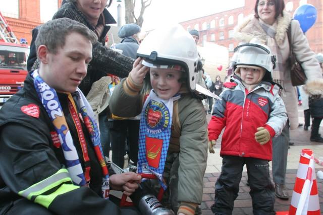 Pokazy straży pożarnej, policji i Służby Celnej od lat były atrakcją finałów Wielkiej Orkiestry Świątecznej Pomocy w różnych miastach regionu. Czy w tym roku będzie tak samo?