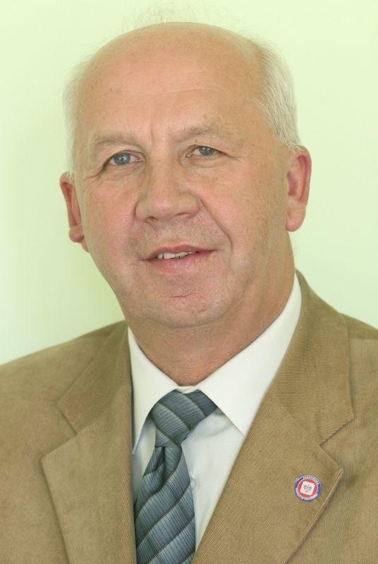 Jerzy Staszczyk, zastępca dyrektora Świętokrzyskiego Oddziału Wojewódzkiego Narodowego Funduszu Zdrowia do spraw służb mundurowych, lekarz kilku specjalizacji, emerytowany wojskowy, były dyrektor Wojewódzkiej Stacji Sanitarno-Epidemiologicznej w Kielcach.