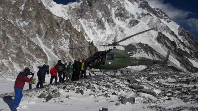 Adam Bielecki i Denis Urubko wrócili do bazy pod K2