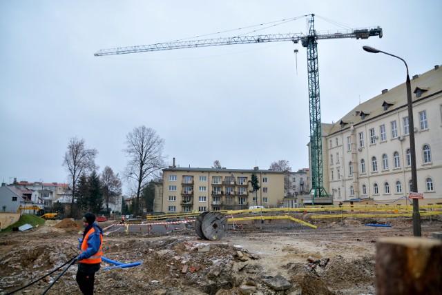 Okolice Szpitala Wojskowego zamieniły się w plac budowy. Trwa rozbudowa tej placówki
