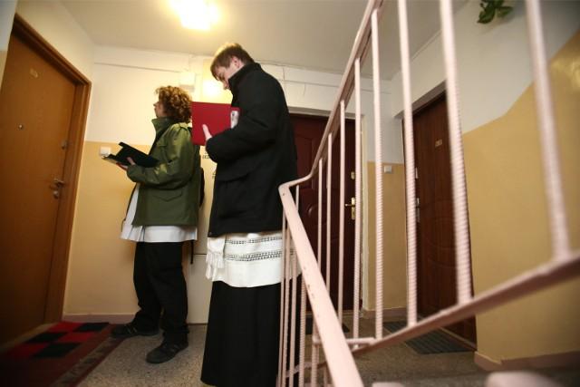 W tym roku w większości w parafiach diecezji bydgoskiej nie było tradycyjnej kolędy. Odprawiano msze święte kolędowe w kościołach w intencji parafian z poszczególnych ulic.