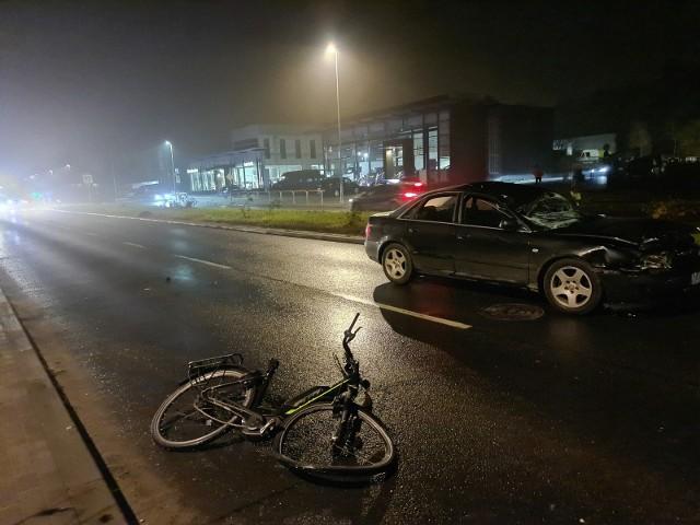 Potrącony na Szosie Chełmińskiej rowerzysta został w bardzo ciężkim stanie przewieziony do szpitala, gdzie niestety zmarł