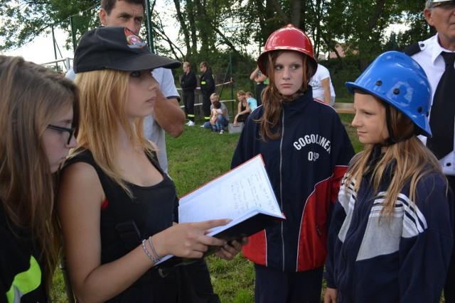 Przed laty młodzieżowa drużyna pożarnicza z Gogolinka była najlepszą w gminie Koronowo, wygrywała turnieje, również powiatowe. Raz - wojewódzkie, młodzi strażacy OSP raz reprezentowali województwo na zawodach ogólnopolskich. - Tak było. I będzie - mówi Zbigniew Paraszczuk z OSP Gogolinek. - Mamy przecież wspaniałą młodzież. Jeszcze pokażemy, co potrafimy.  To z myślą o młodzieży strażackiej zorganizowany został na miejscowym boisku piknik, z którego dochód pozwoli sfinansować wyjazd drużyny młodzieżowej  na wypoczynek do miejscowości Piła Młyn. Pieniądze za grochówkę, ciasto czy chleb ze smalcem  wędrowały do puszek OSP. Wiele się działo. Przyjechała zaprzyjaźniona z Gogolinkiem  młodzież strażacka z Sitna. Były więc pokazy umiejętności strażackich.