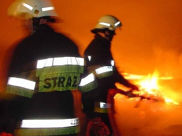 Z ogniem walczyło osiem zastępów strażaków.