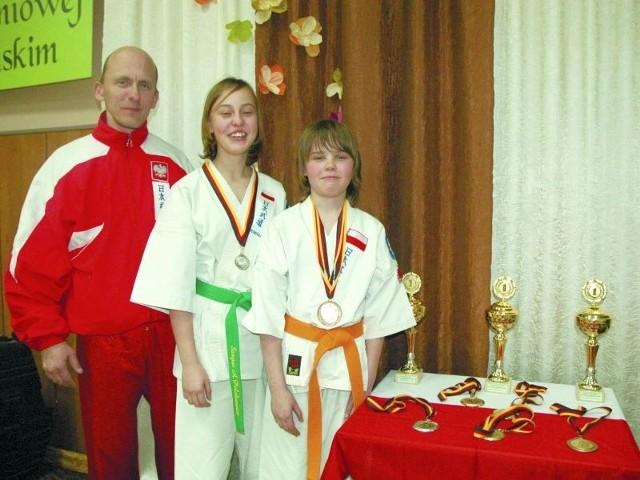 Ada i Michał Polakiewicz z Bielska Podlaskiego z trenerem Andrzejem Nowaczukiem