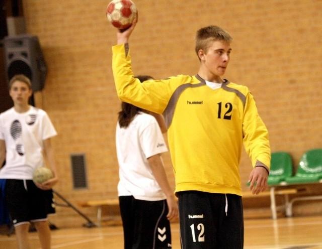 Bramkarz Kamil Pokora to drugi zawodnik Siódemki Świecie, który może zagrać w młodzieżowej reprezentacji Polski. Pierwszym był Paweł Paczkowski.