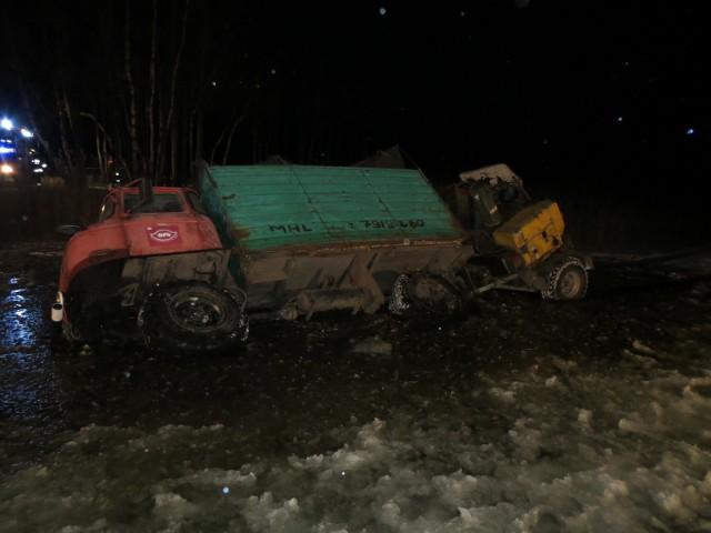Ciężarówka wpadła do  jeziora Głuche