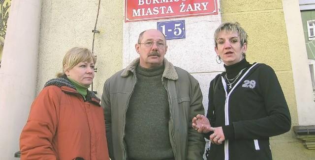 - Musimy płacić za ścieki prawie cztery razy więcej, niż pozostali mieszkańcy - mówią (od lewej) Grażyna Nowak, Zdzisław Gąsiorowski i Aneta Bonke