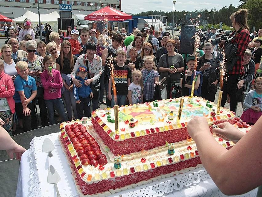 Grudziądzki Szpital Dzieciom na ich świętoDla wszystkich przygotowano wielki tort truskawkowy