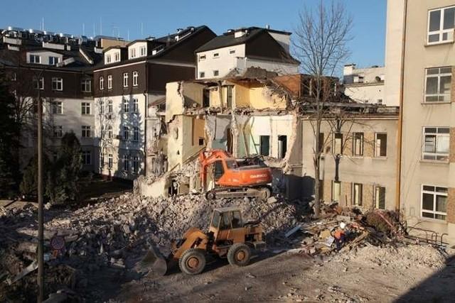 Rozbiórka budynków przy ul. Warszawskiej. Będą tu sale Białostockiego Centrum Onkologii.