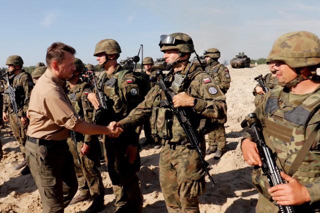 """Minister Błaszczak odwiedził żołnierzy """"Dwunastki"""" na ćwiczeniu Ryś-21"""