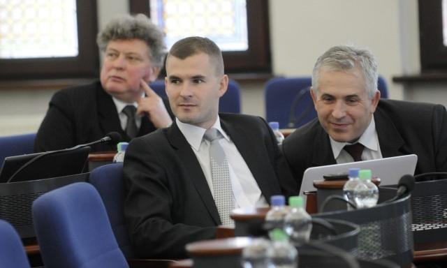 Jacek Kowalski (w środku) podczas jednej z sesji Rady Miasta Torunia kilka lat temu