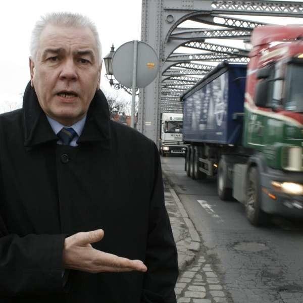 Starosta Maciej Stefański: - Poprosimy ministra o pomoc. Jeśli odmówi, zablokujemy most.