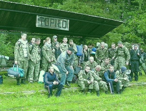 Ponad pięćdziesięciu uczestników zebrało się na stacji kolejki wąskotorowej w Topile, by odjechać do Hajnówki